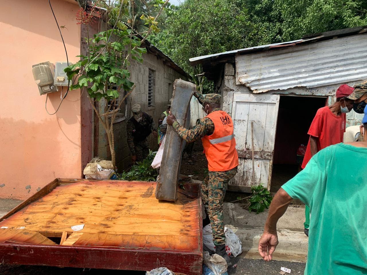 Ministerio de Defensa visita comunidades afectadas por tormenta Isaías