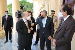 Hipólito bromea y dice en pleno Palacio Nacional: «E´pá fuera que van» tras reunirse con Danilo