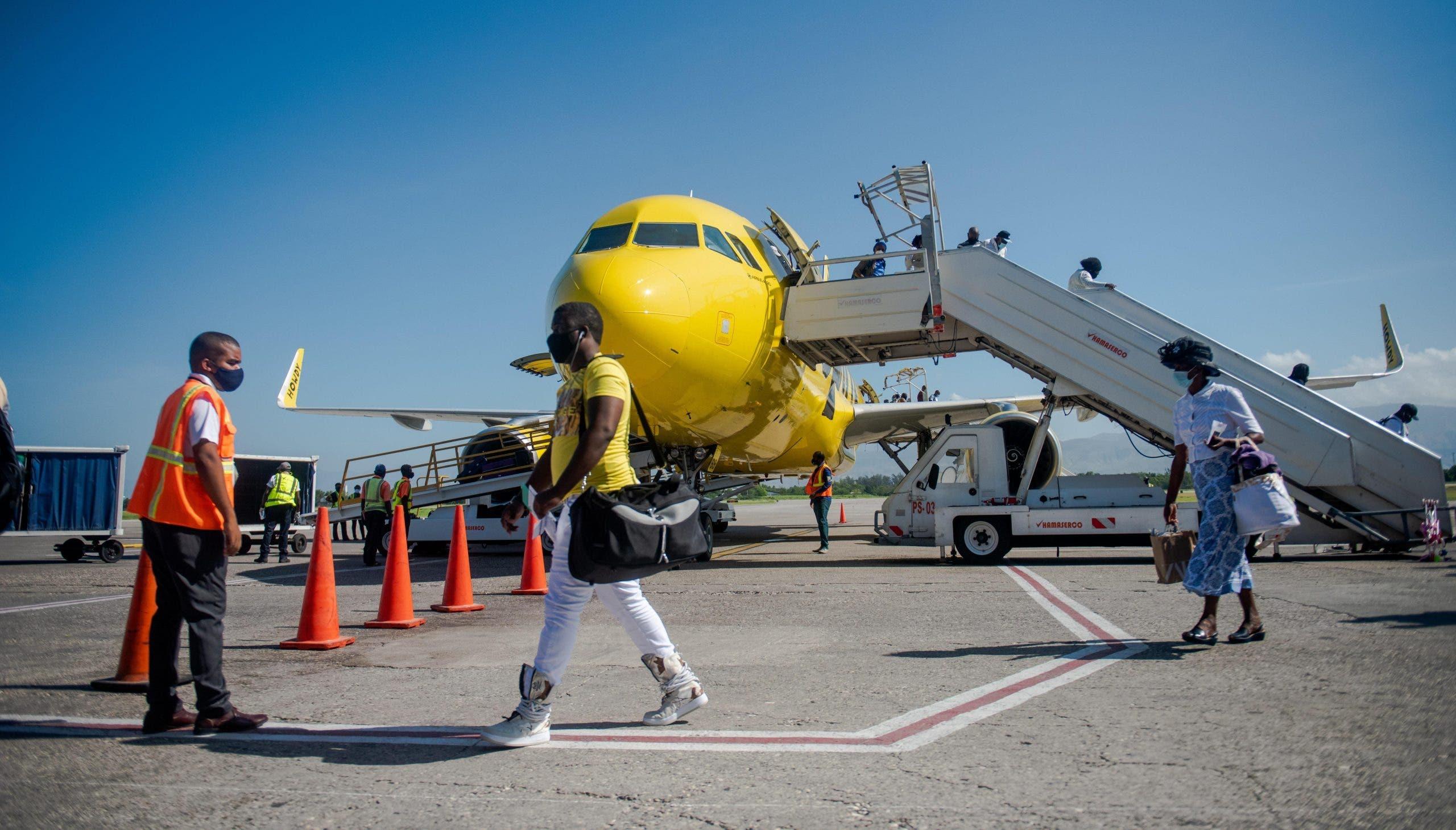 Bahamas suspende vuelos y enlaces marítimos con Haití por miedo a contagios