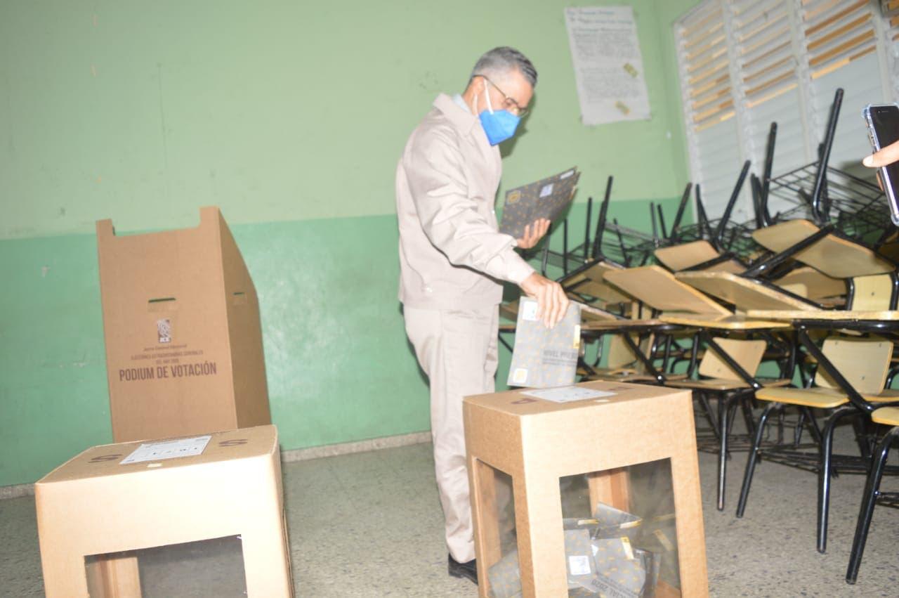 Alcalde SDE espera votación transcurra en total orden y transparencia