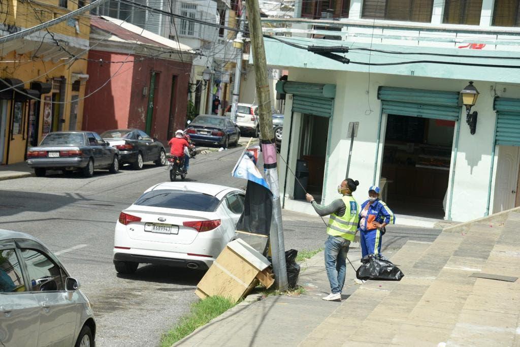Alcaldía del Distrito Nacional retira propaganda política colocada durante campaña