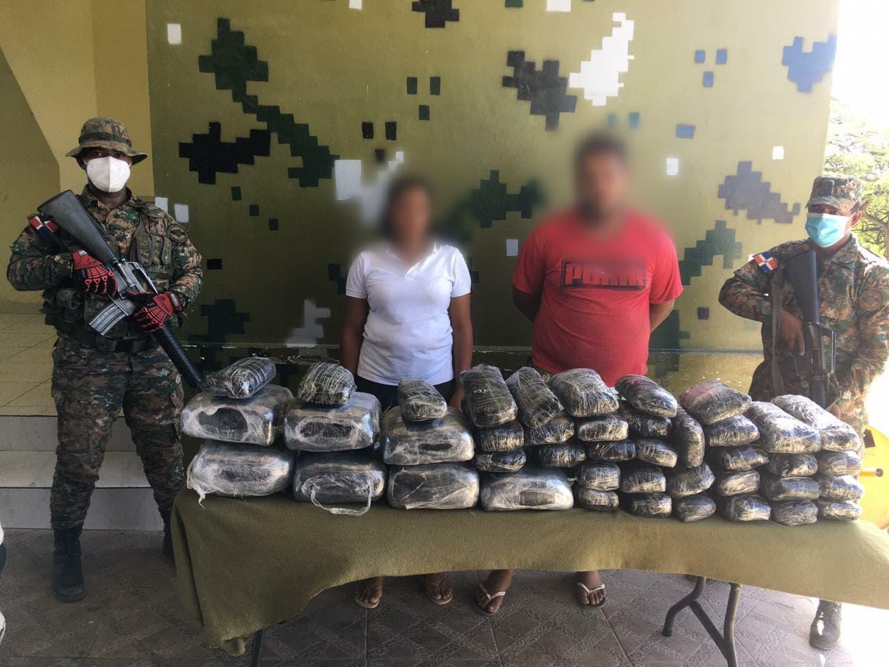 Ejército decomisa 42 pacas de marihuana en Jimaní