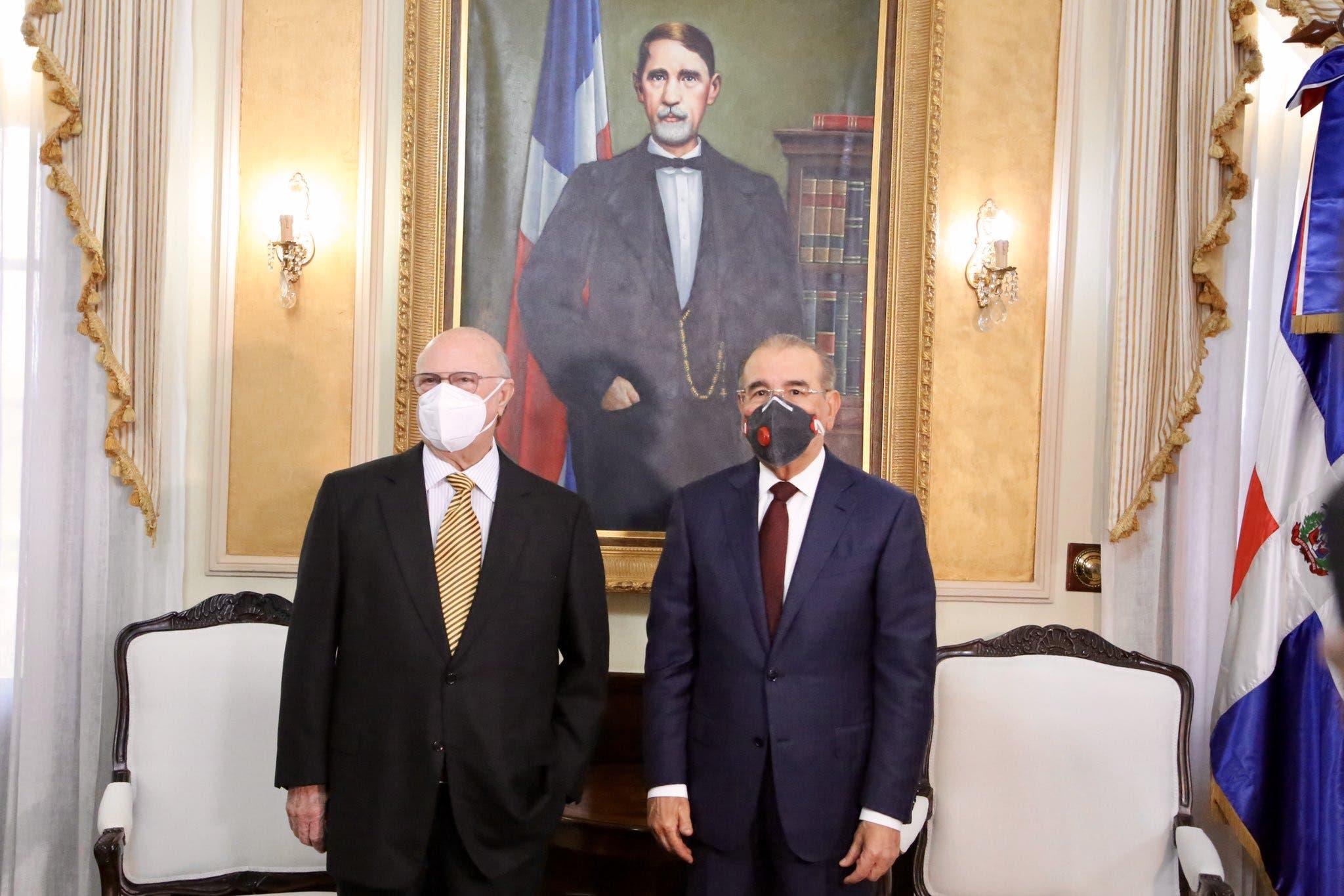 Danilo Medina se reúne con Hipólito Mejía en Palacio Nacional