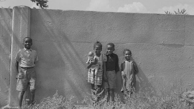 Racismo en EE.UU.: el muro que se construyó en Detroit hace 80 años para separar un barrio blanco de uno negro (y que sigue en pie hasta hoy)