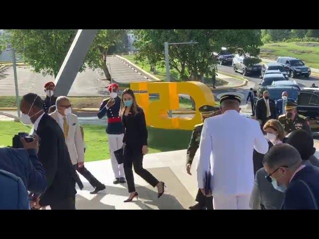 Luis Abinader visita ministro de Defensa, Rubén Paulino Sem