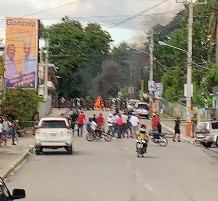 Video: Fuerte tiroteo en la Junta Electoral de Comendador,  Elías Piña, por reconteo de votos