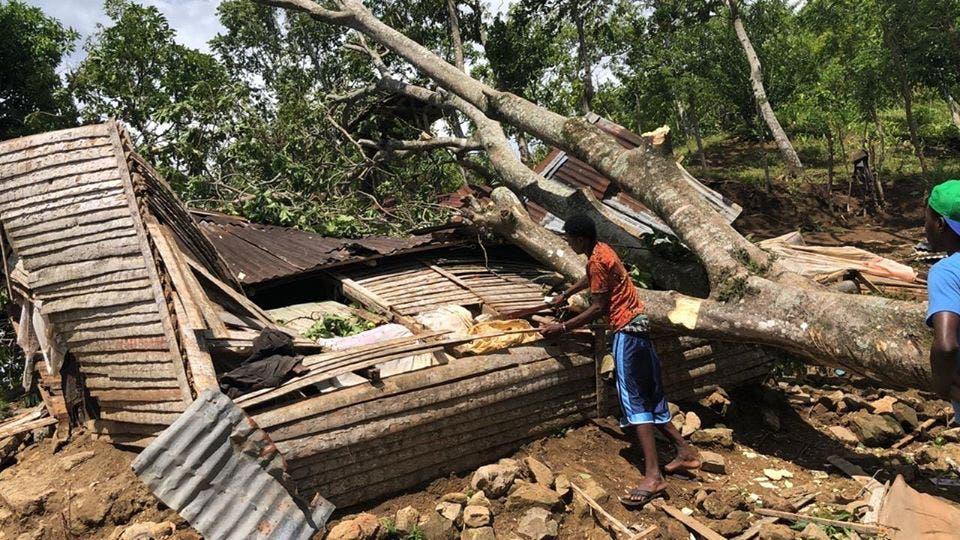 Niño de 5 años muere aplastado al caer árbol encima de su vivienda en paraje de Altamira
