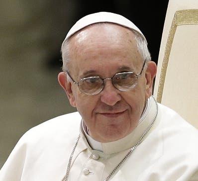 """El papa invita a los jóvenes a la """"fidelidad"""" y a no """"banalizar"""" el amor"""