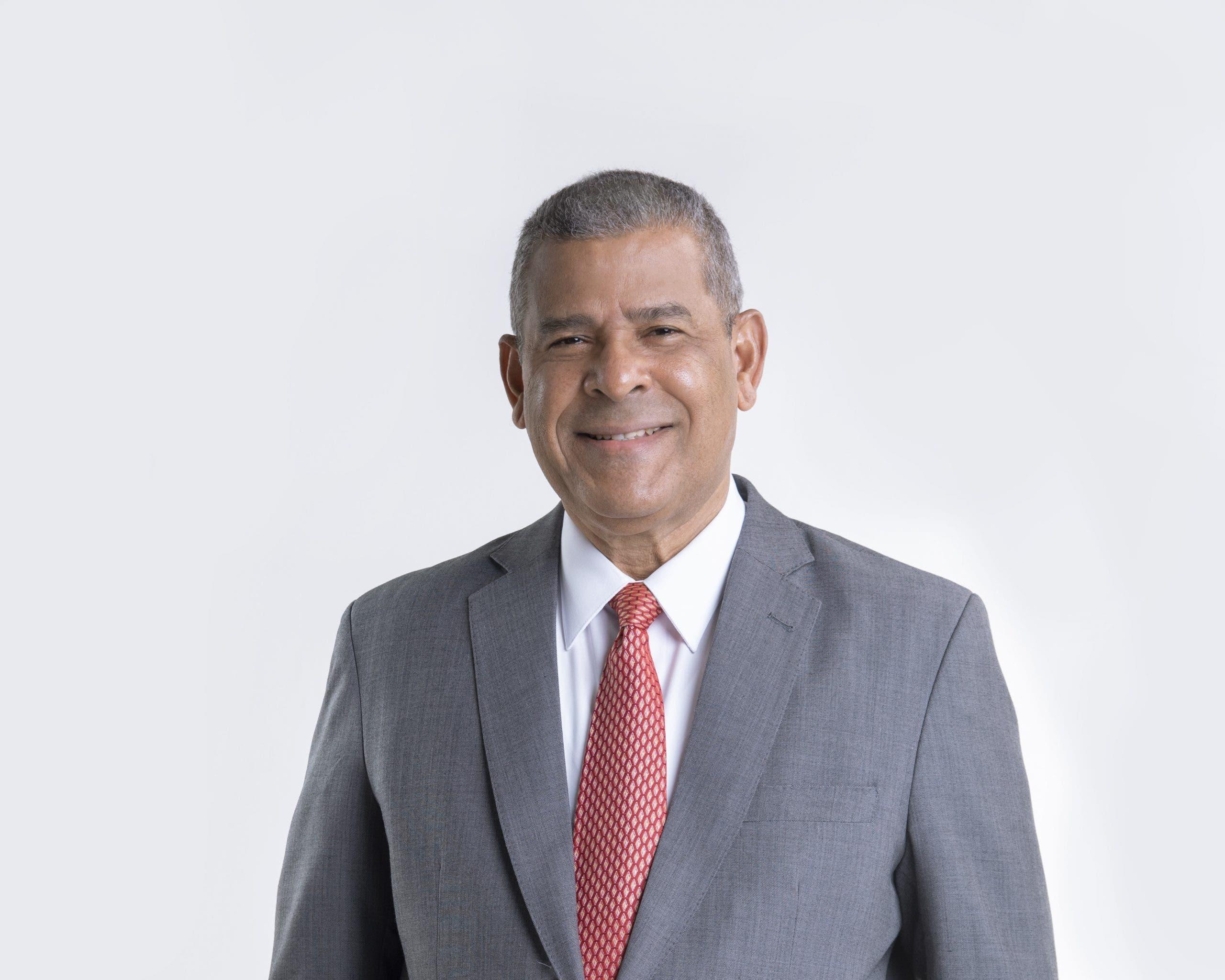Ministro de Administración Pública eliminará «botellas» de instituciones públicas
