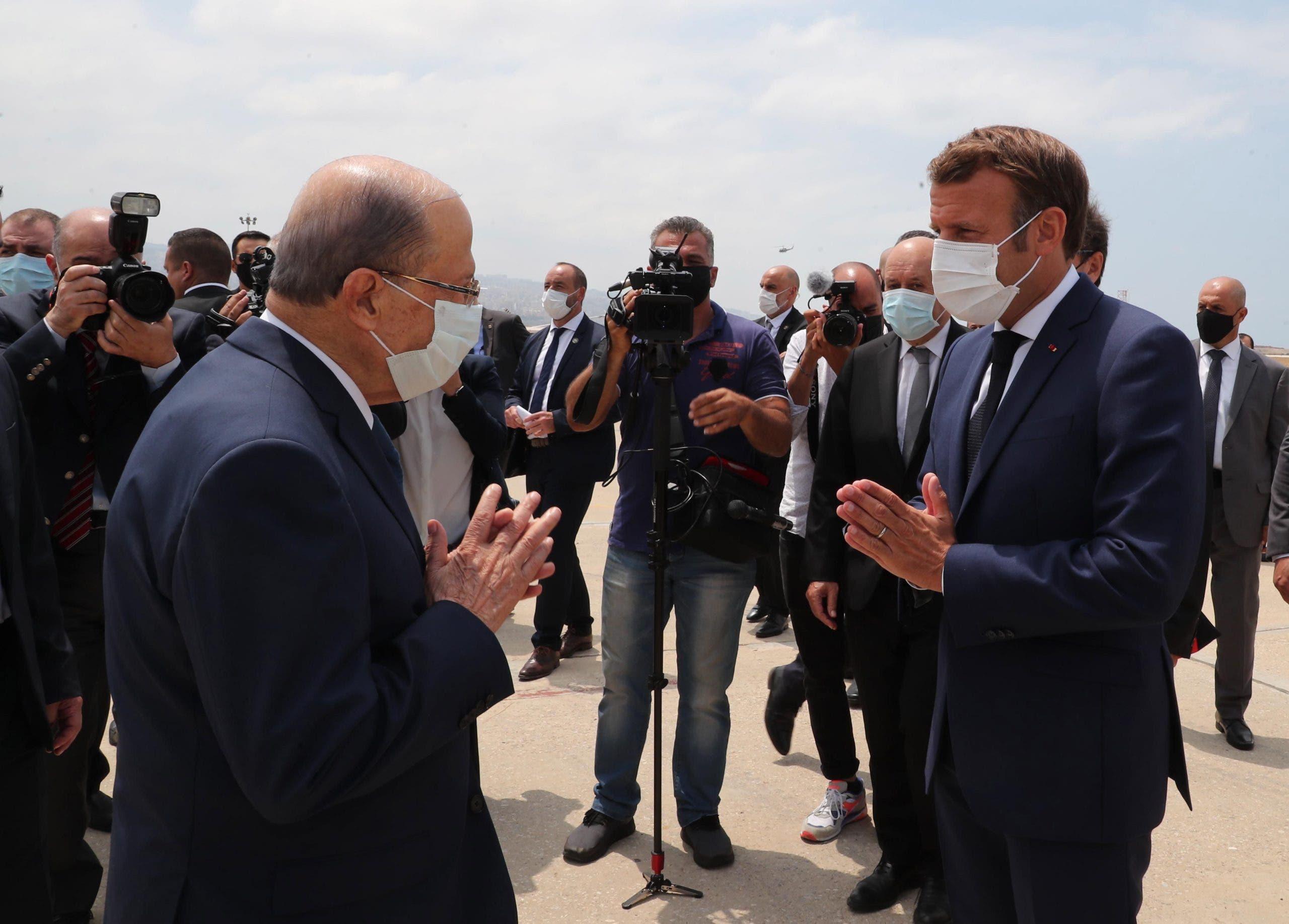 Gritos contra políticos libaneses durante visita de presidente de Francia a Beirut