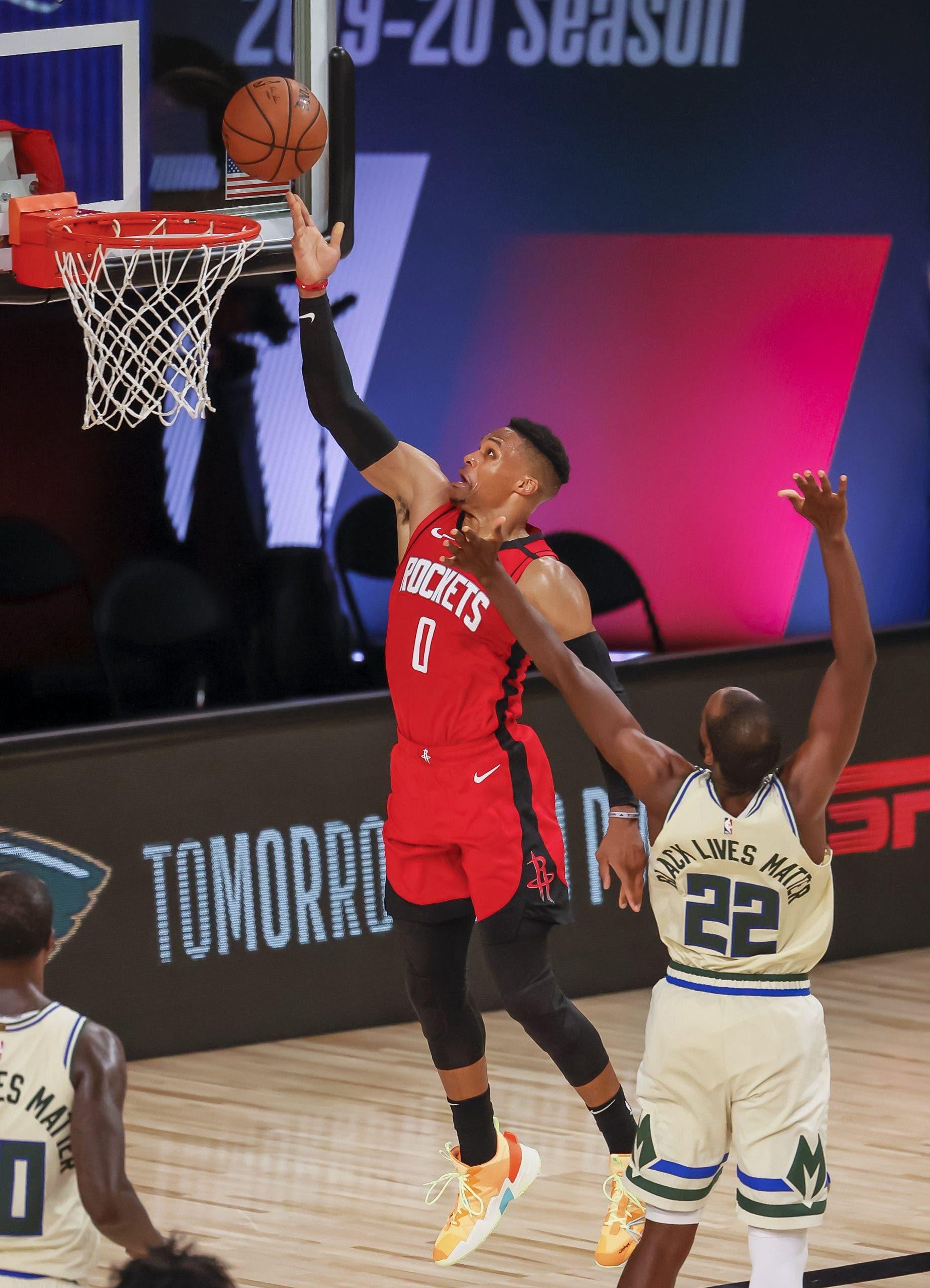 120-116. Westbrook y la defensa deciden victoria de Rockets ante Bucks