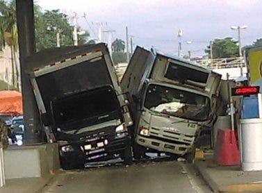 Conductores de camiones que colisionaron en peaje van a la Justicia por temeridad