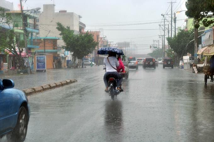 Meteorología: vaguada y onda tropical provocarán lluvias este domingo