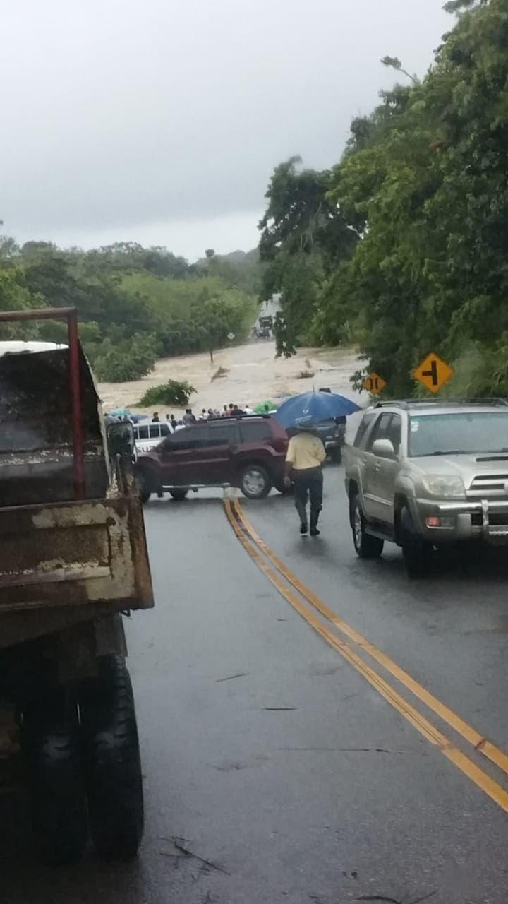 Desbordamiento río Ozama deja incomunicadas varias comunidades en Monte Plata