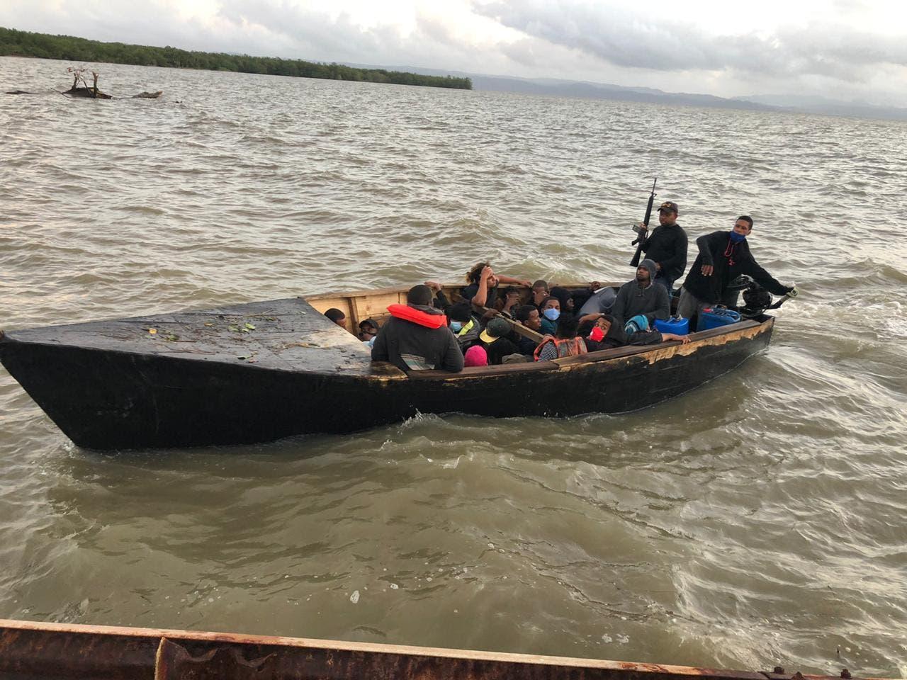Armada apresa 31 personas que viajaban ilegalmente hacia Puerto Rico