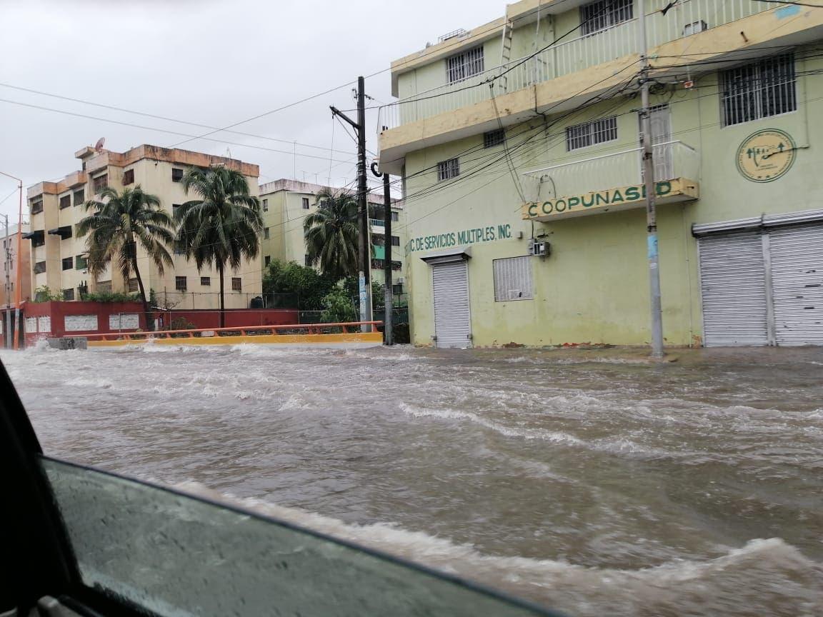 Laura deja fallas de energía eléctrica, agua potable y torrenciales lluvias en su paso por RD