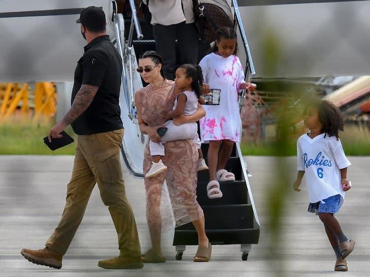 Kim Kardashian,Kanye West e hijos regresan a Miami tras pasar una semana en RD