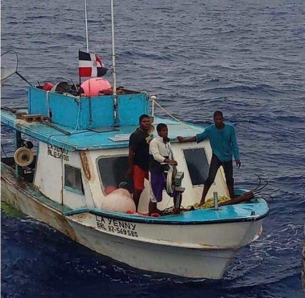 Armada y Coast Guart buscan pescadores desaparecidos en Banco de la Plata