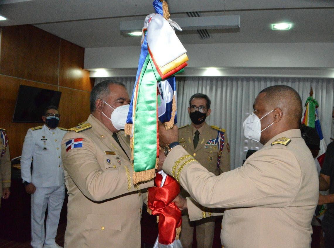 Ministro de Defensa posesiona nuevo comandante General del Ejército