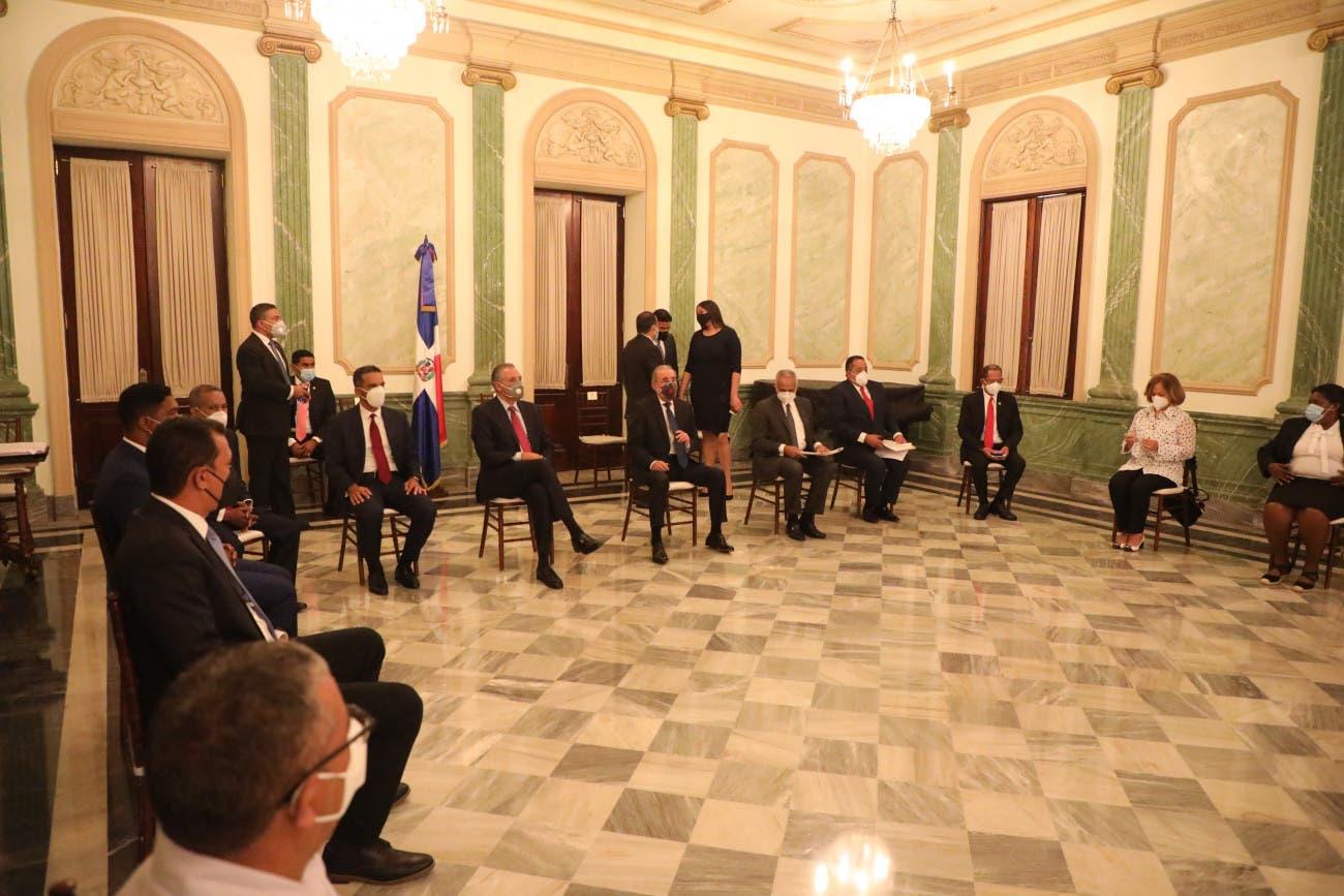 Presidente Medina se reúne con productores agropecuarios