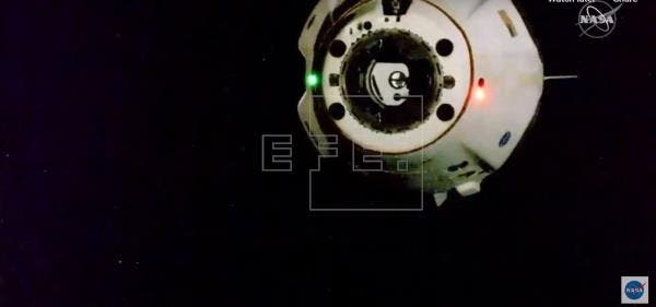 La nave tripulada Dragon Endeavour regresa a la tierra desde la EEI