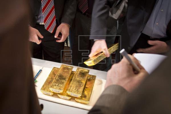 La onza de oro pulveriza máximos históricos, por encima de los 2.034 dólares