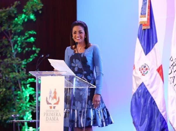 Instituciones reconocen labor de primera dama Cándida Montilla