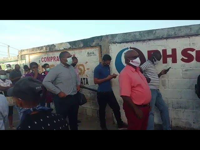 Filas «kilométricas» en el Metro de Santo Domingo