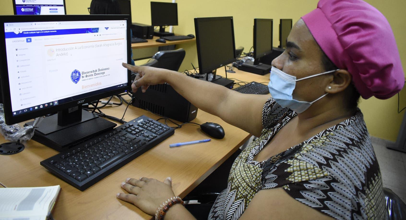 En primer día clases virtuales en la UASD el sistema fue deficiente