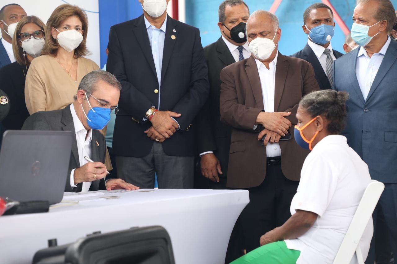 Presidente Abinader llama a todos los dominicanos sin seguro médico a que se inscriban en el SENASA