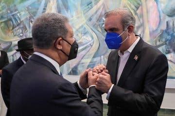 Abinader se encuentra reunido con Leonel Fernández en Funglode para abordar crisis coronavirus