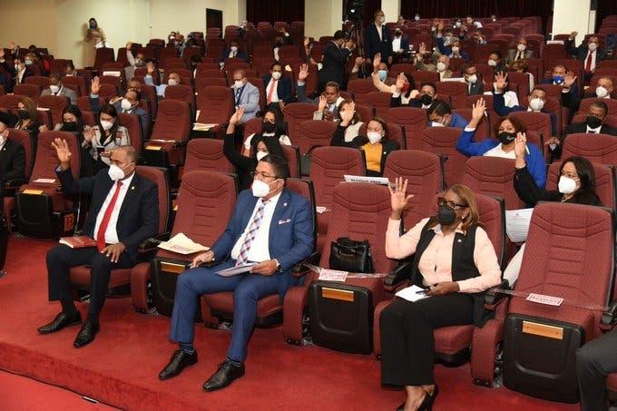 Diputados aprueban reconocimiento a estudiantes de Intec ganaron competencia de la NASA