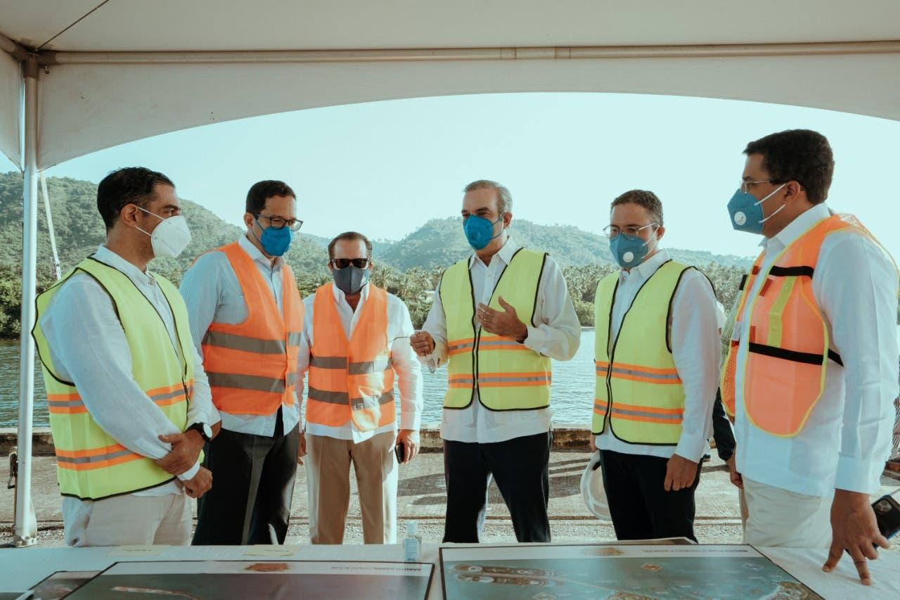 Abinader y director de Autoridad Portuaria buscan reactivar Puerto de Arroyo Barril tras años sin operaciones