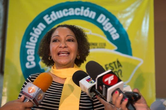 Estudiantes de San Juan proponen a María Teresa Cabrera para Defensora del Pueblo
