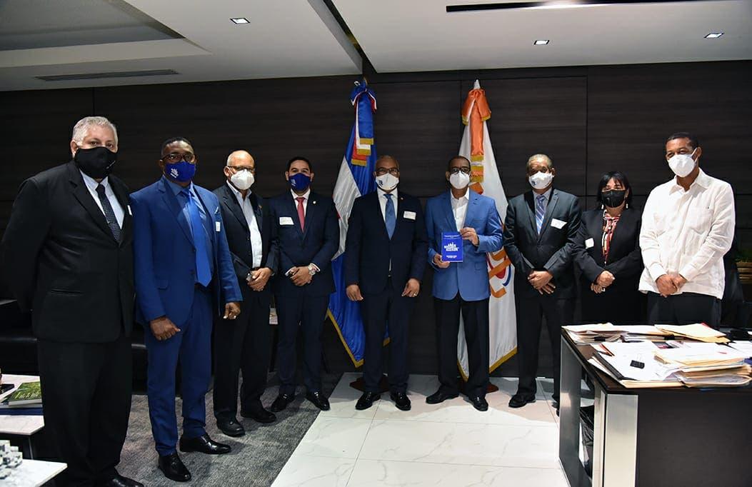 Ministro de Obras Públicas recibe visita de la directiva del Codia