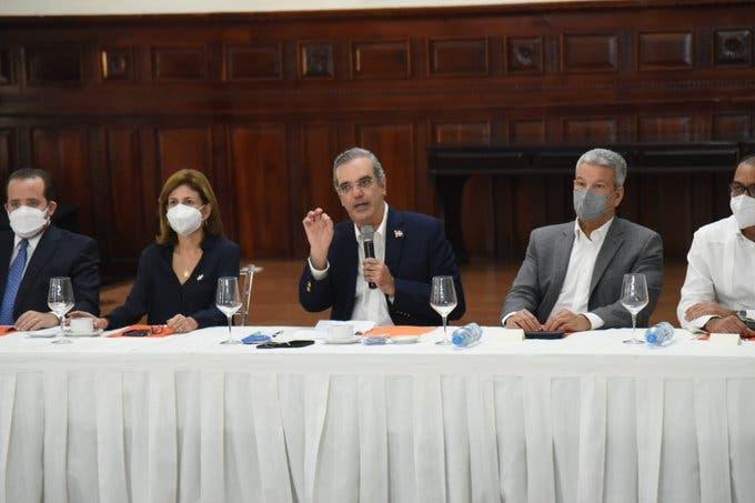 Presidente Abinader presenta en proyecto Autopista del Ámbar
