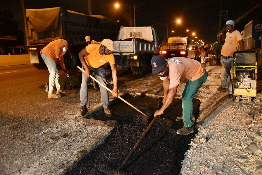 Obras Públicas realiza plan de asfaltado y acondicionamiento de túneles y elevados