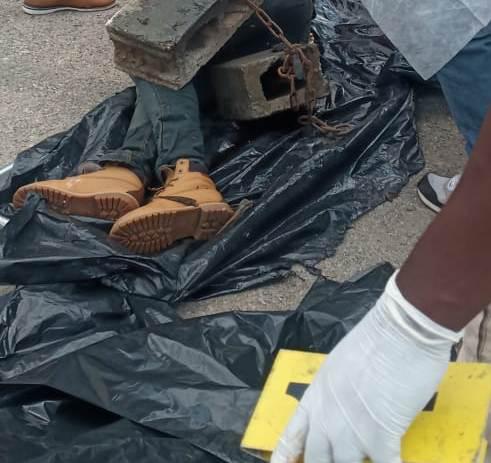 Hallan cadáver de hombre atado a dos blocks en el río Ozama