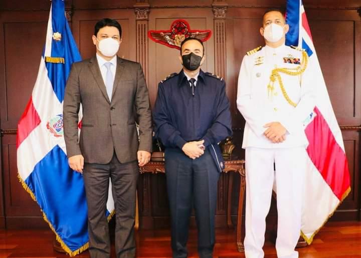 Embajador de Colombia visita Comandante General de la FARD
