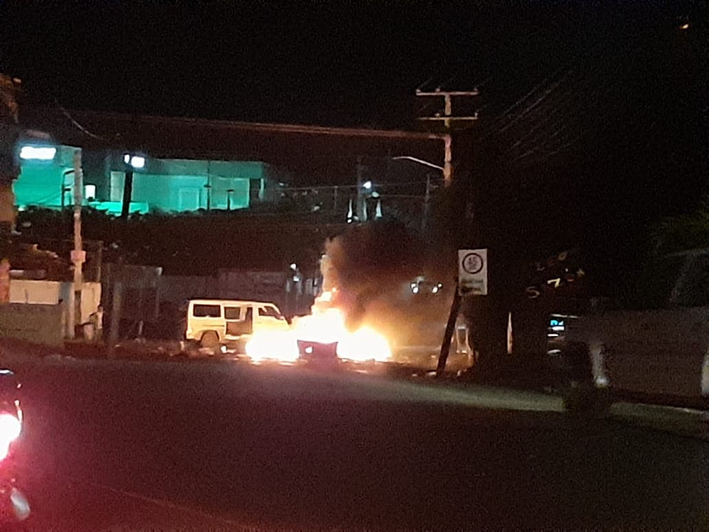 Residentes de Pantoja protestan por tanda de apagones