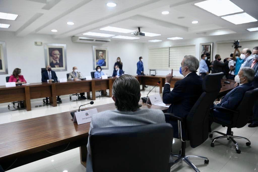 Abinader y miembros del CP del PLD acuerdan reuniones para tratar temas afectan al país
