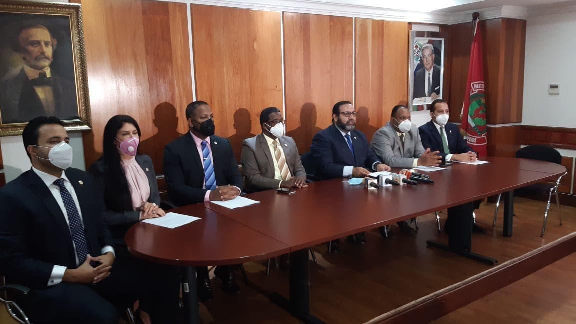 Legisladores de La Vega piden obras al presidente Abinader