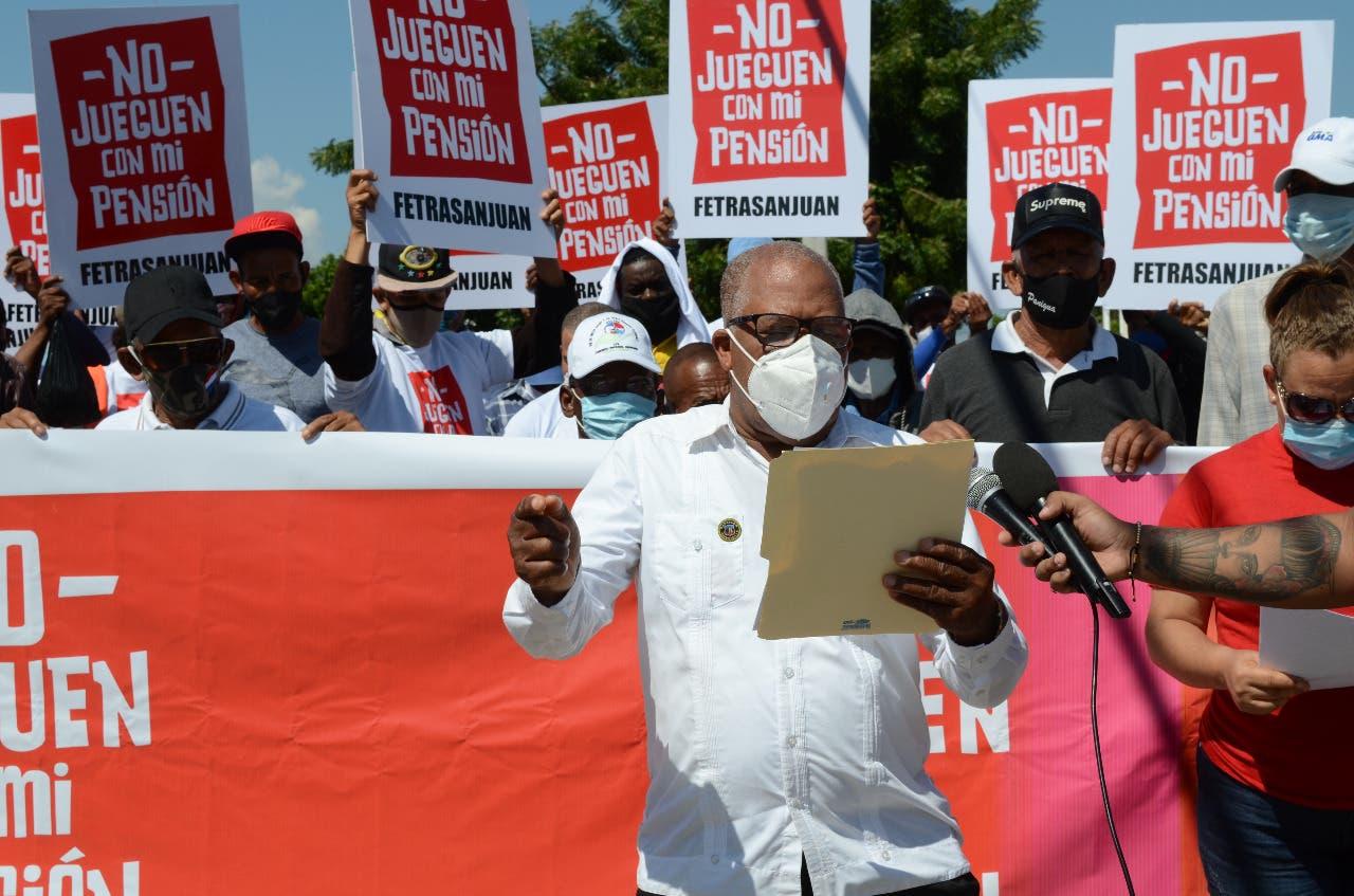 Trabajadores de San Juan rechazan se entregue 30% fondos de pensiones