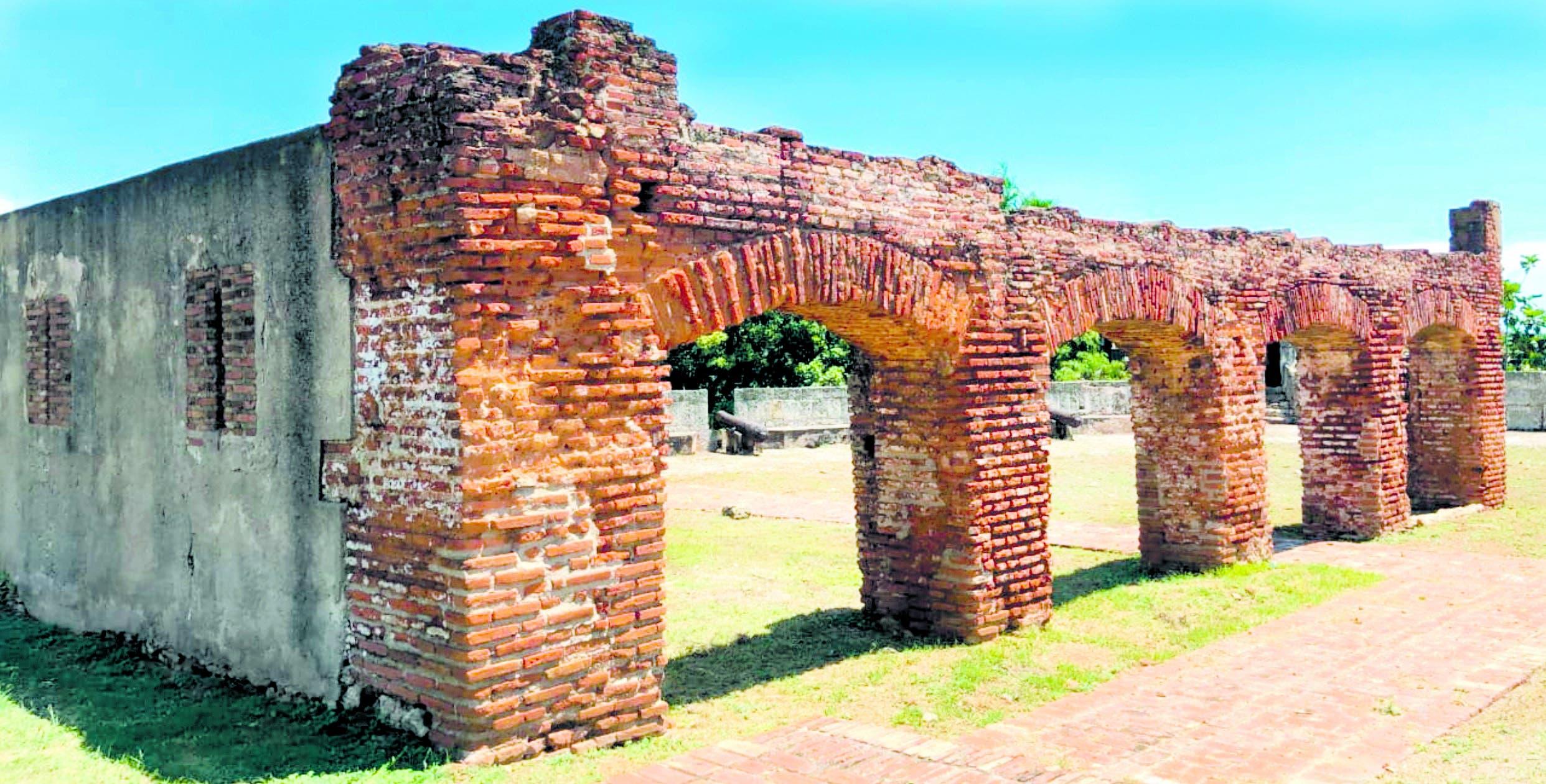 El fuerte de Santiago, situado a 200 pasos de la Fortaleza
