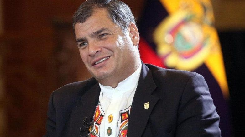 Ecuador pide a Interpol apresar a Rafael Correa