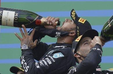 Hamilton iguala  récord triunfos de Schumacher