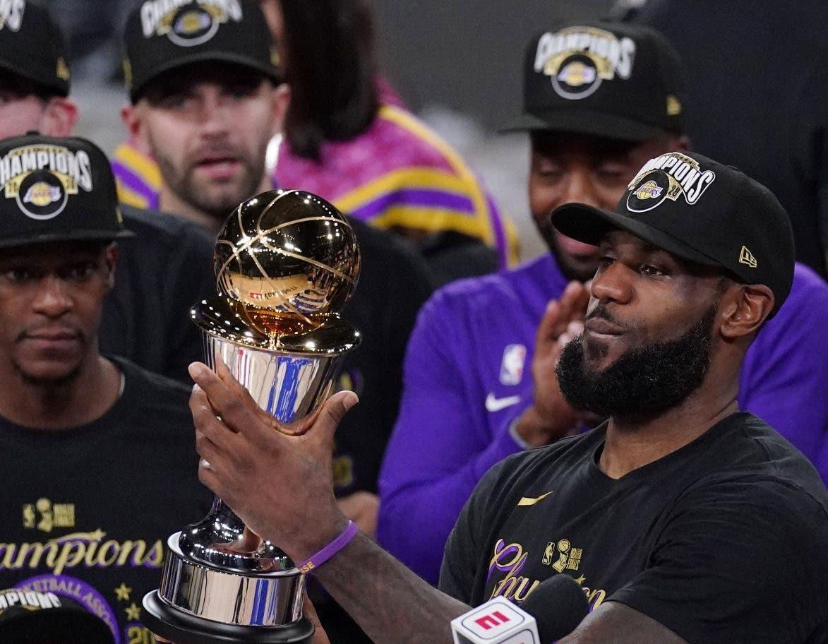 Lakers son favoritos temporada 2021 NBA
