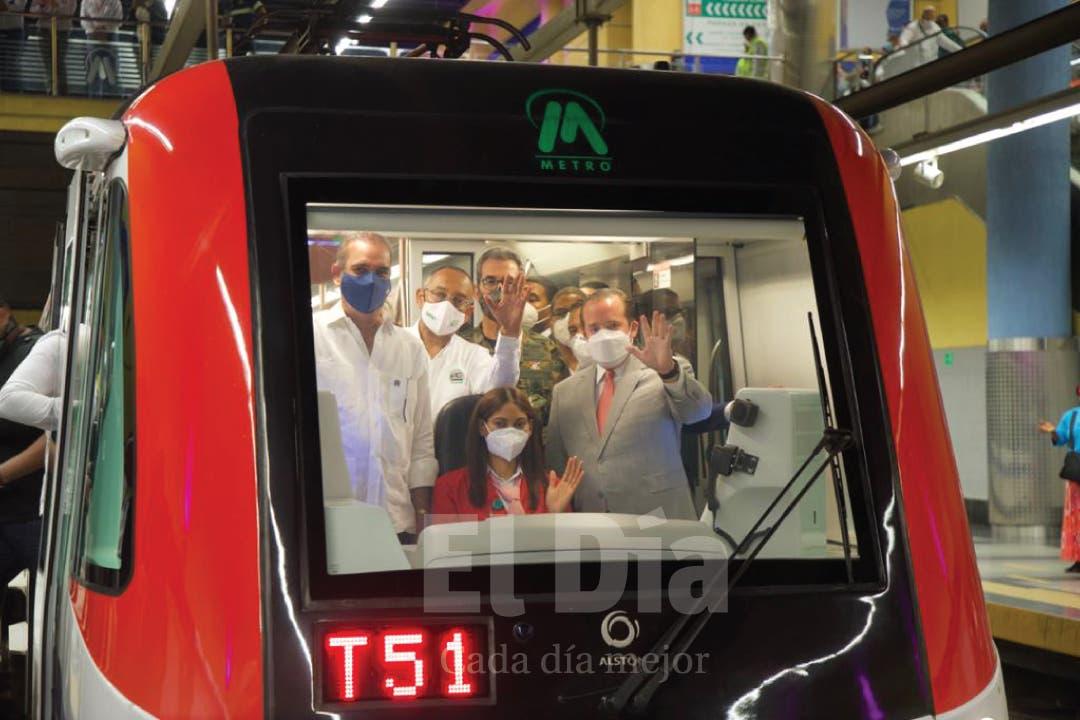 Presidente Luis Abinader recorre el Metro de Santo Domingo y promete más vagones