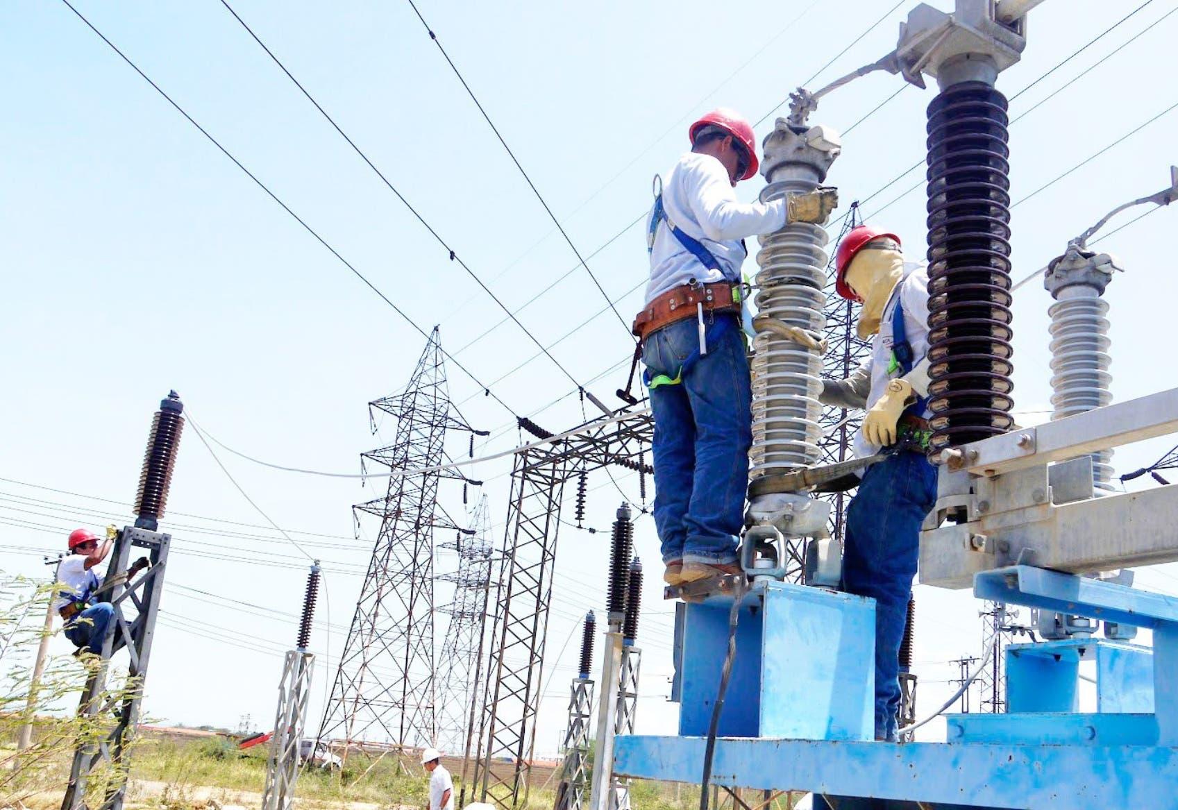 Gobierno tomará $1,531 millones en crédito para mejora sector eléctrico
