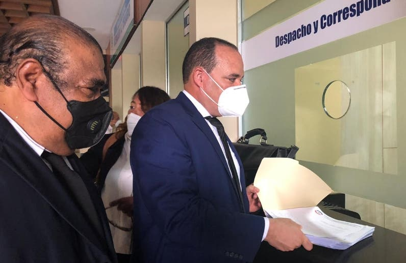 Colegio Abogados se querella contra presidente de SCJ